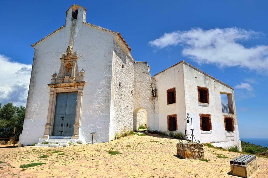 fachada de la Ermita de Santa Lucia en Alcocéber