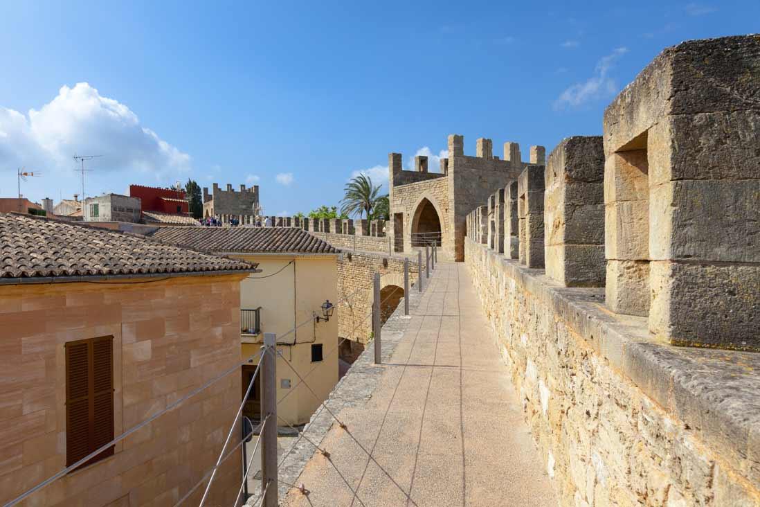 images desde lo alto de las espectaculares murallallas de Alcudia