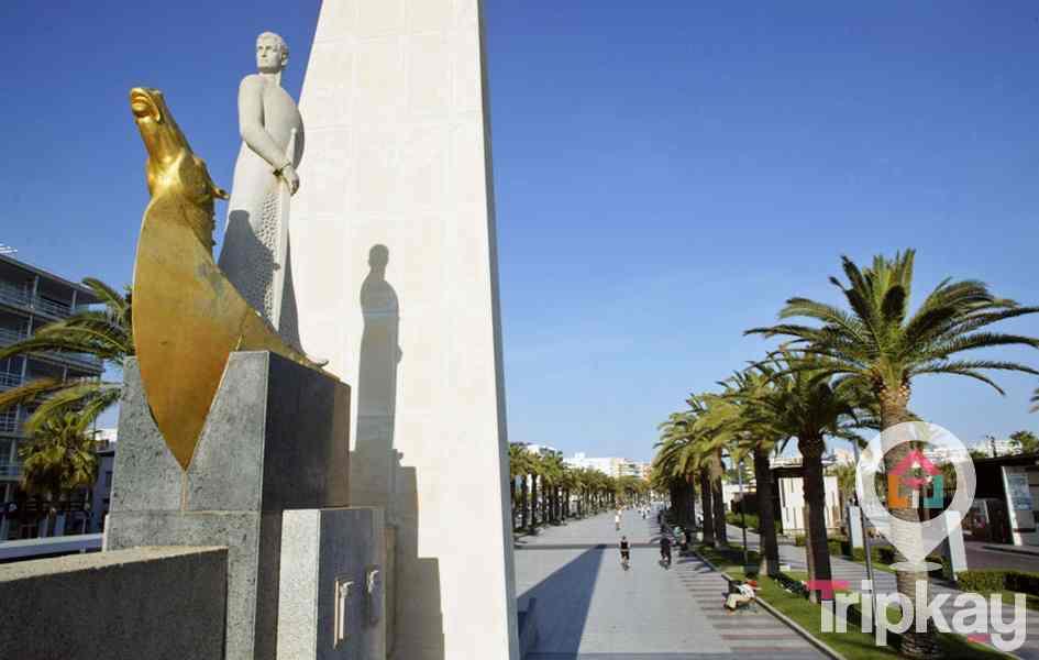 paseo maritimo de salou y estatua de jaime I