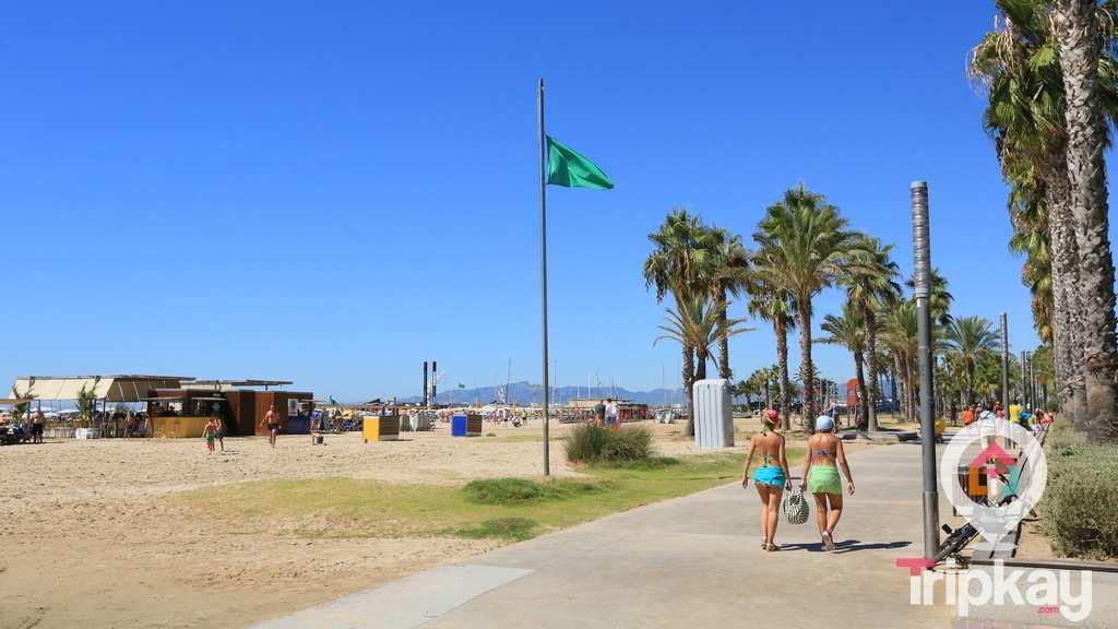 Playa de Levante junto al paseo maritimo de Saou