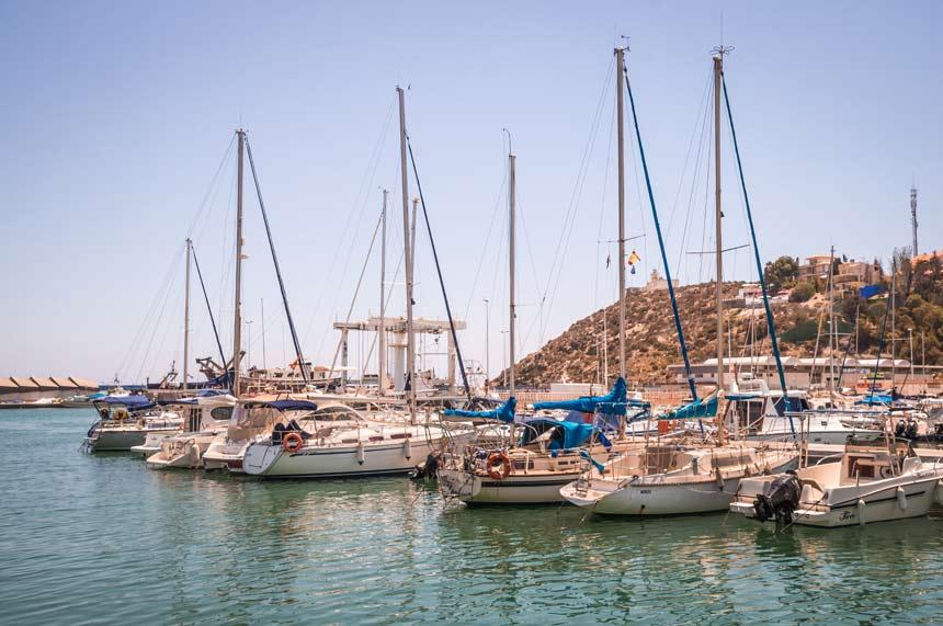 Barcos amarrados en el Puerto-de-Mazarron