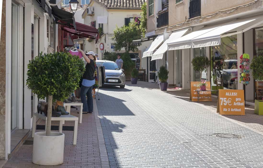 calles-comerciales-del-puerto-de-Andrach