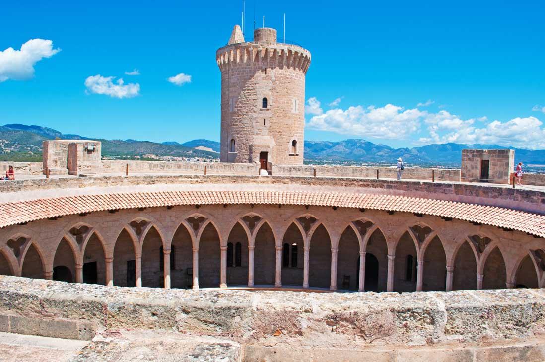 Parte superior del Castillo de Bellver en Palma de Mallorca