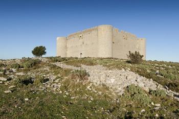 castillo de torroella de montgri en la costa brava