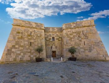 fachada principal del castillo de Moraira