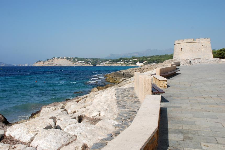 castillo-de-Moraira-junto-al-mar