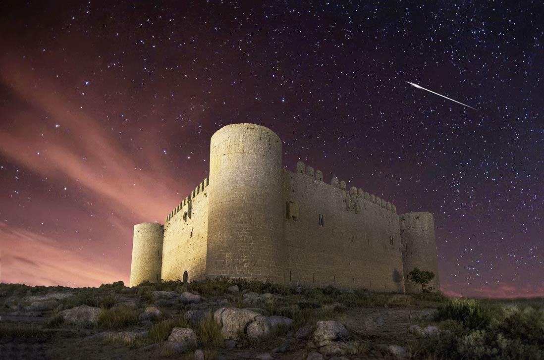 castillo torroella de montgri al anochecer en la costa brava