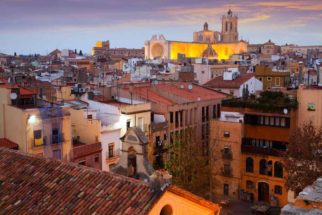 vista panoramica al atardecer de la catedral de Tarragona