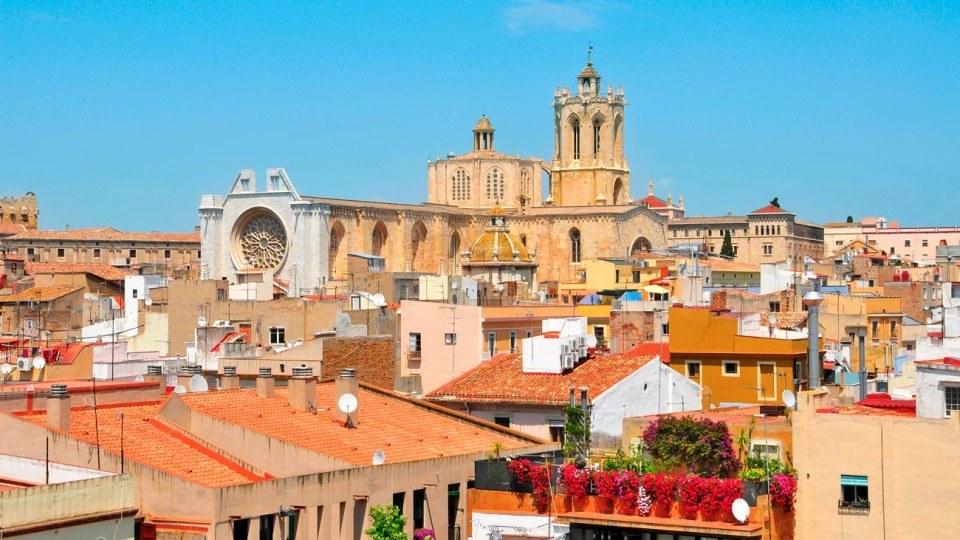 vista aerea de Tarragona y la catedral