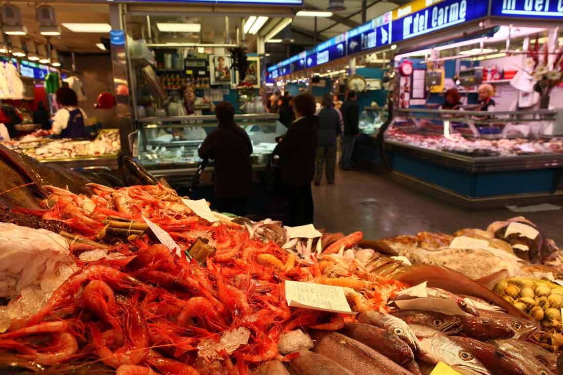 gambas de tarragona en el mercado central