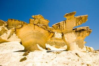 fantasticas formas de las rocas en las gredas de bolnuevo en Mazarron España