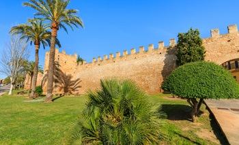 Resultado de imagen de murallas de alcudia