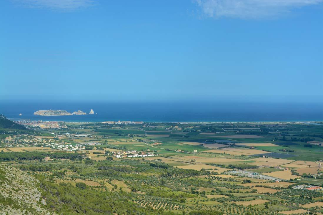 vista panoramica desde el castillo de torroella de montgri en la costa brava