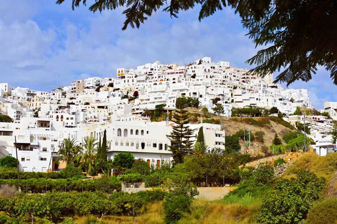 vista panoramica del bonito pueblo de Mojacar y sus casas blancas