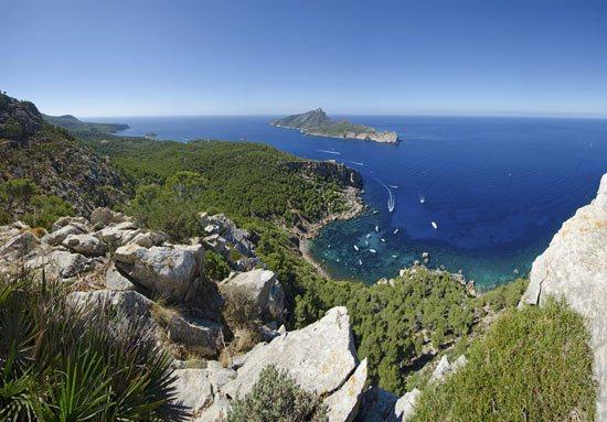 vista panoramica de la costa sur de Mallorca y el parque natural de Sa Dragonera