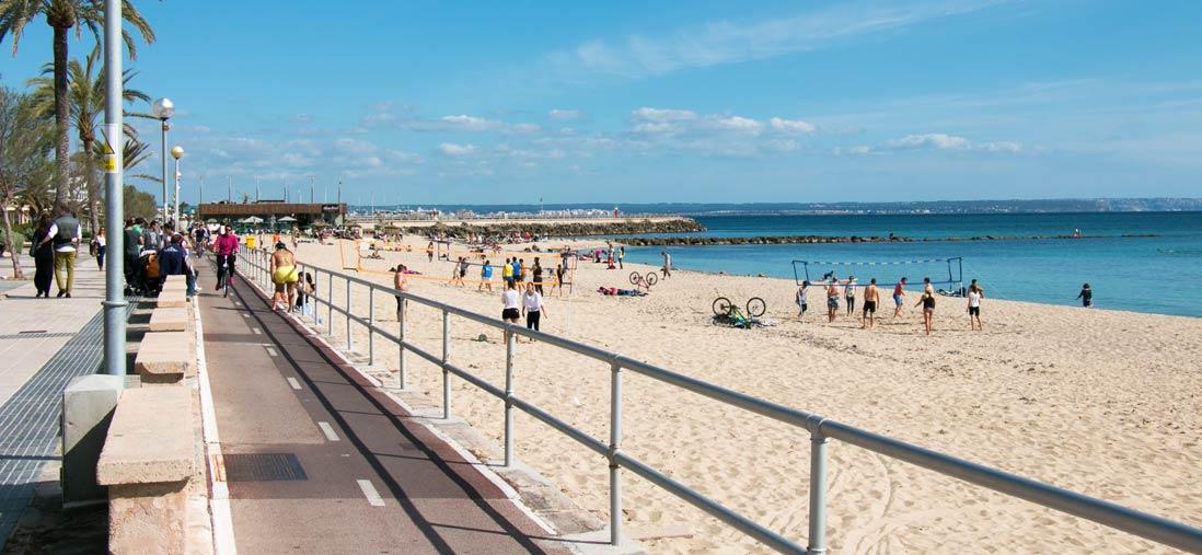 bañistas en la playa Can Pere Antoni de Palma