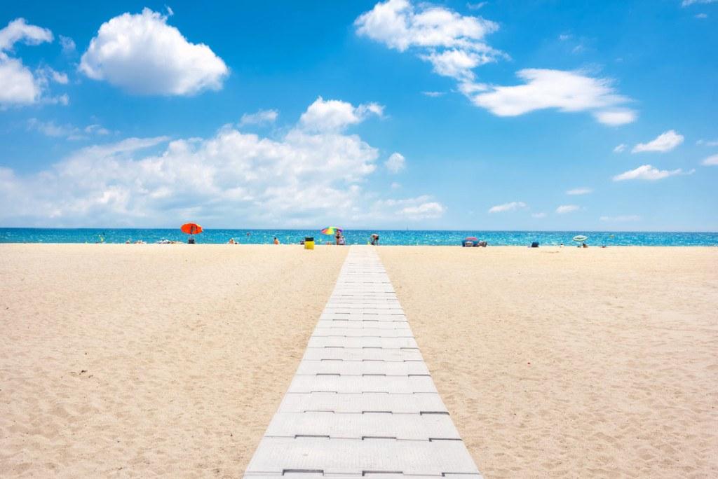 playa empuriabrava en la costa brava