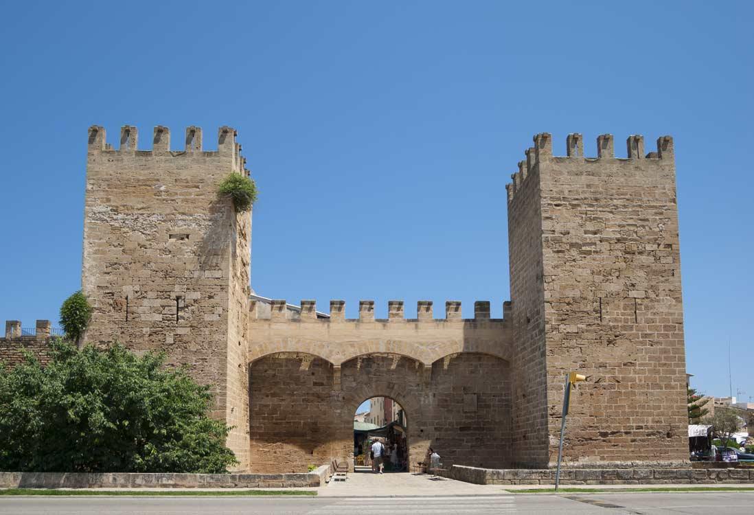 puerta de entrada al casco antiguo Alcudia