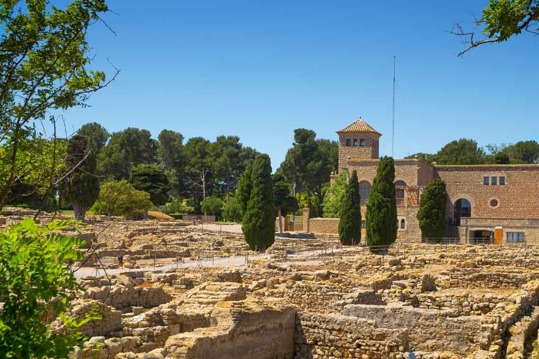 Vista general de las ruinas del Yacimiento greco-romano de Empúries