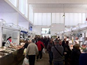 people shoping in Abastos market