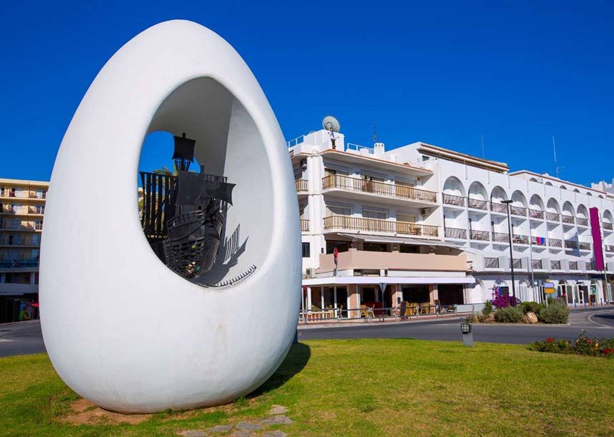 Egg-of-Columbus-in-Sant-Antoni-Abad