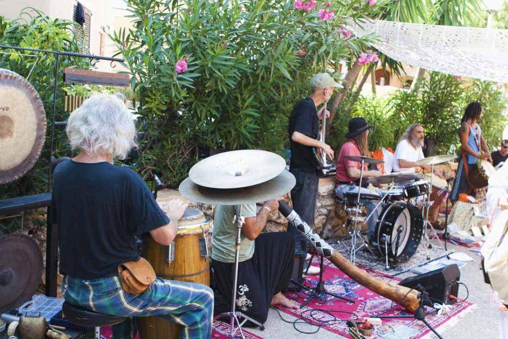 Mercadillo-hippie-Punta-Arabi-hippie-Marke-musicos