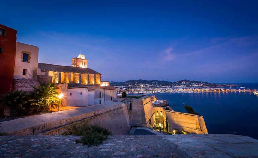 Espectacular Ibiza city panoramic view from the top of Dalt Vila