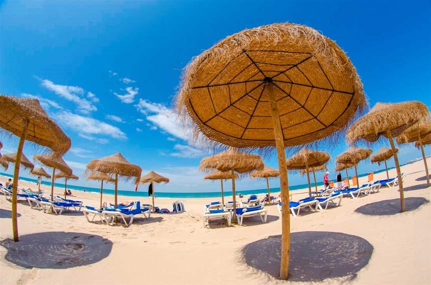 5d4da56ab4 Parasols La Victoria beach in Cadiz