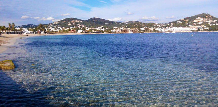 Playa-Talamanca-en-la-ciudad-de-Ibiza