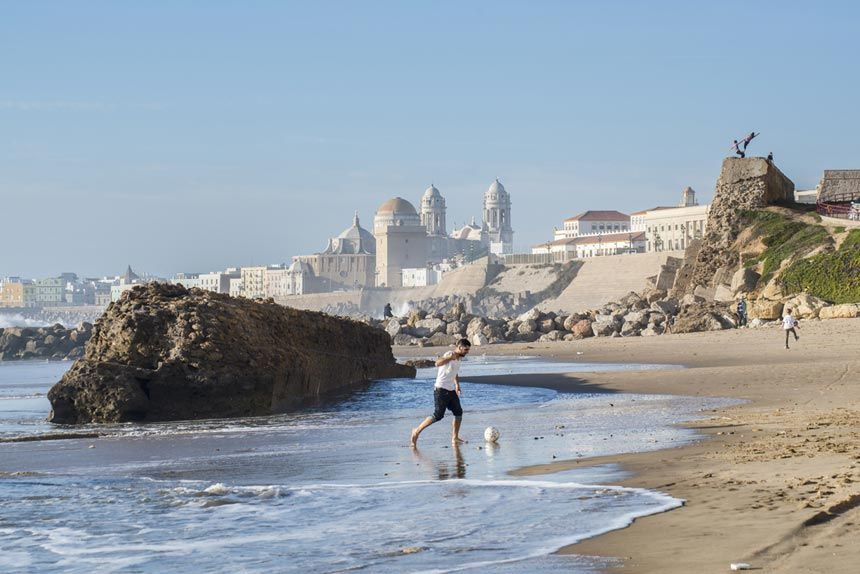 Santa-Maria-del-Mar-beach,-Cadiz