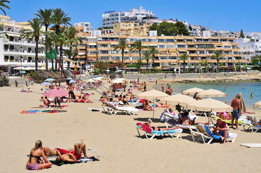 Ses-Figueretes-beach-in-Ibiza-town
