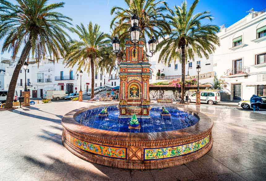 Spain-square-in-Vejer-de-la-Frontera-(1)