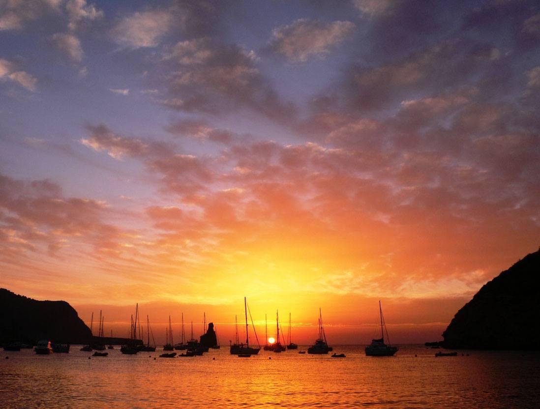 https://tripkay.com/destination-guides/wp-content/uploads/2016/05/Sunset-in-Benirras-beach-Ibiza-1.jpg