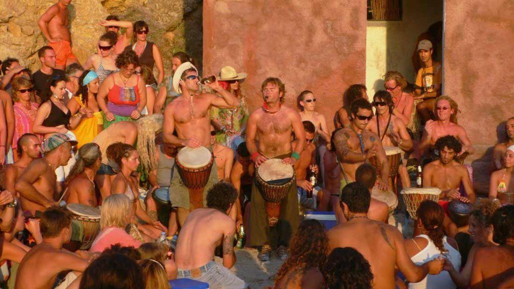 The-feast-of-the-drums-of-Cala-Benirras,-Ibiza