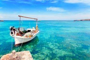 boat and cristaline water in Formentera