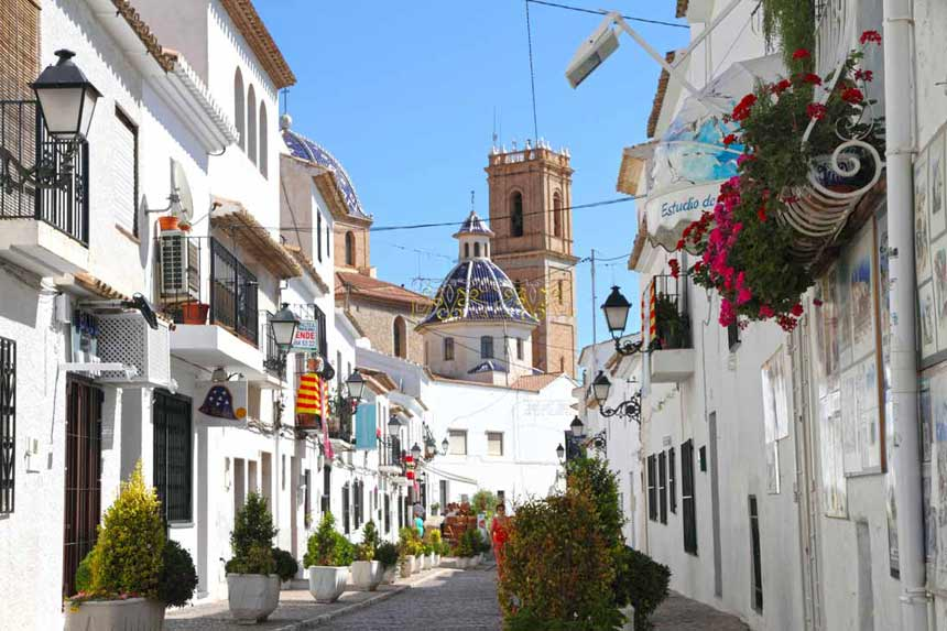 Altea-old-town-and-church-Nuestra-Señora-del-Consuelo