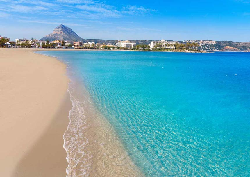 Arenal-beach-clear-water-in-Javea