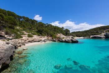Turquois waters in Cala Mitjana in Menorca (3)