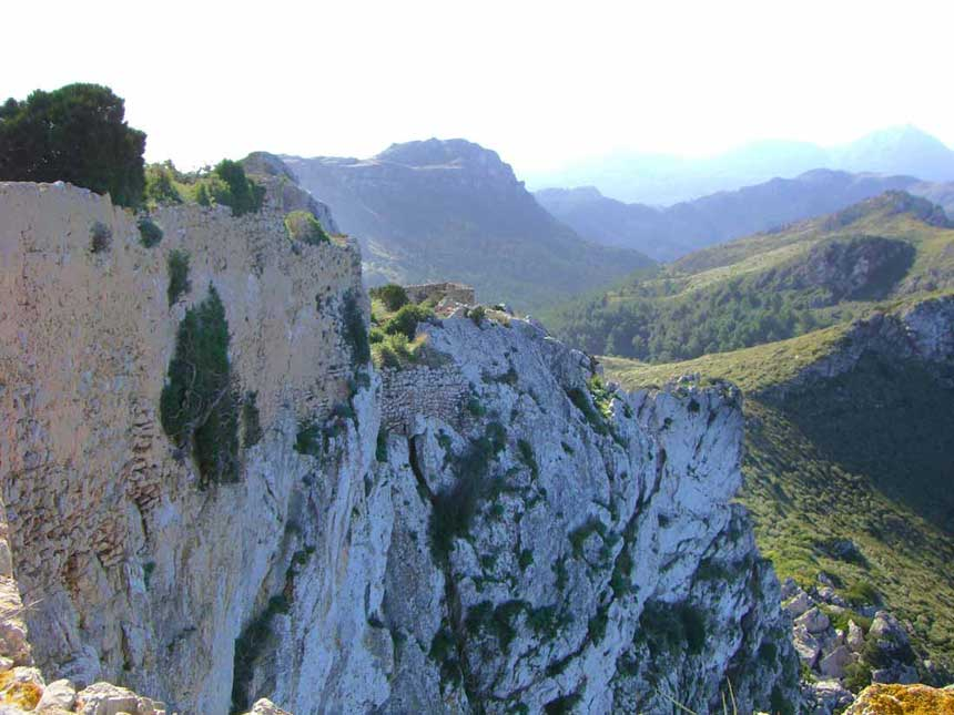 Stuning picture of The Castillo del Rey at the top of the cliffs in Pollensa