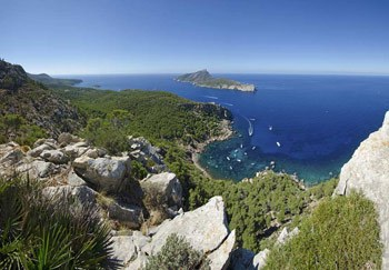 Aereal-view-of-Sa-Dragonera-island-in-Andrach,-Mallorca