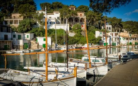 Traditionat boats tied at Cala Figuera