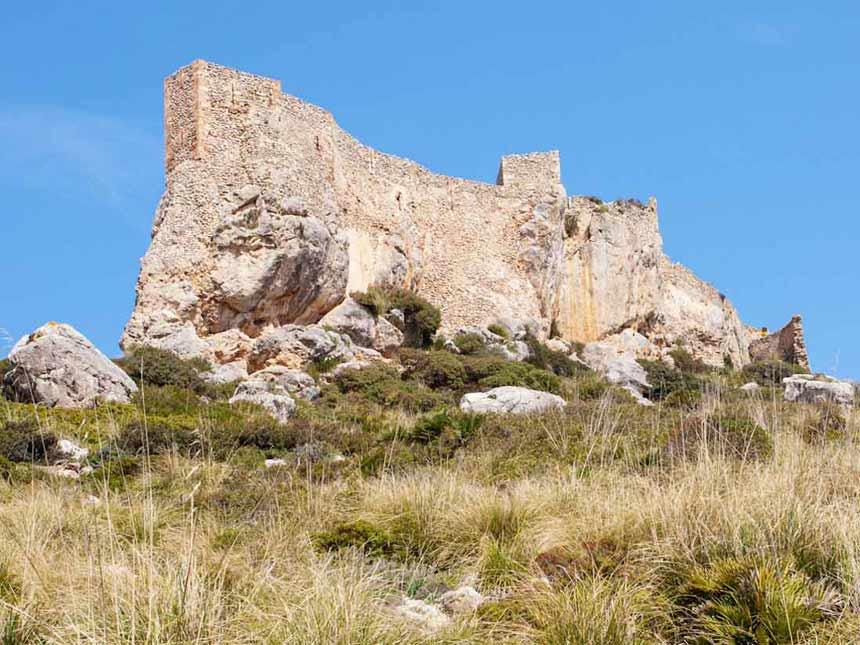 Bonita foto del antiguo castillo de Rey en Pollensa