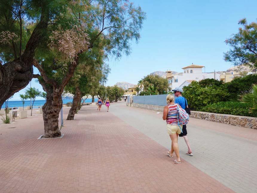 Promenade in Colonia de Sant Pere