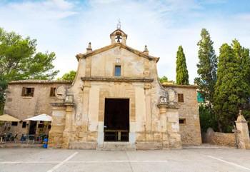 El Calvario Church frontal façade