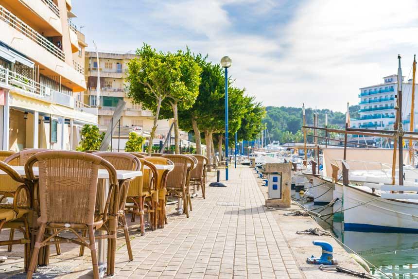 Terrasses in the promenade of PortoCristo