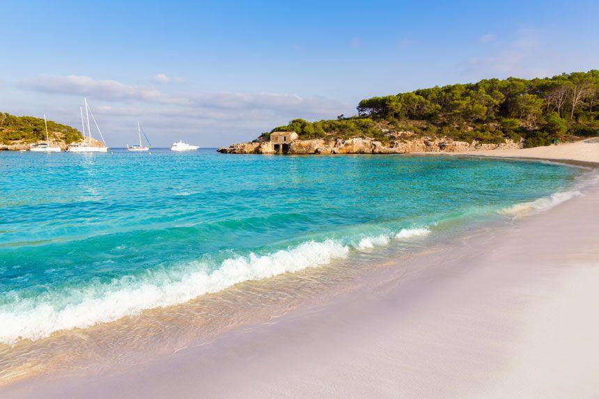 Cala Mondrago spectaculas turquois waters