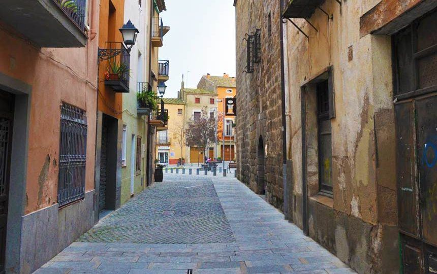 Narrow-streets-in-Castello-d'empuries