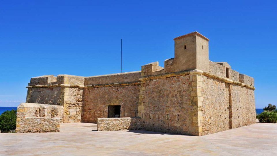 things to do in Ametlla de Mar Sant Jordi d'alfama castle