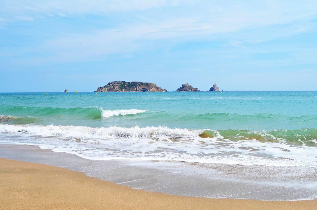 grinells-beach-in-lestartit-1