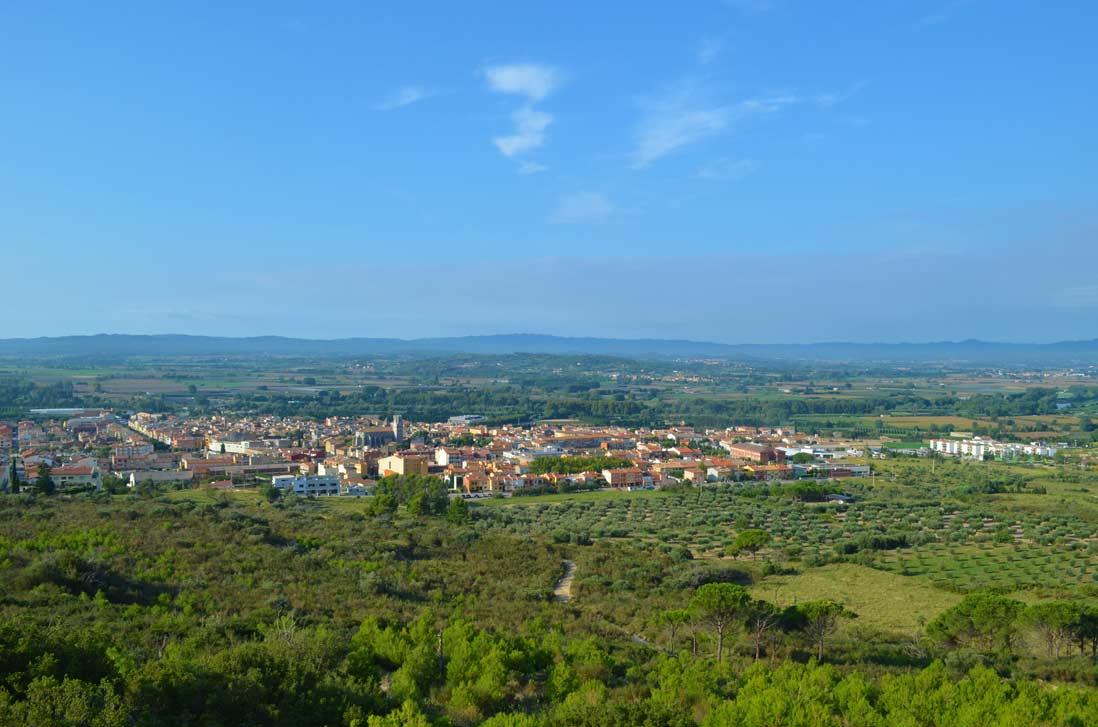 Beautifull panoramic view of the Torroella de Montgri village
